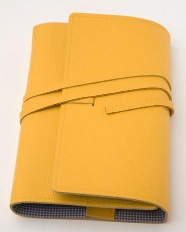 LITERAturtasche Größe L | Buchhülle aus genarbtem Rindleder in GELB
